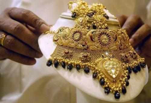 സ്വര്ണവില സര്വ്വകാല റെക്കോര്ഡിലേക്ക്,സ്വര്ണവില 25000ത്തിലെത്തുന്നു, സാധാരണക്കാര് ആശങ്കയില്