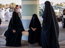 മാന്യമല്ലാത്ത വസ്ത്രധാരണം ; സൗദിയില് 9 സ്ത്രീകള് അറസ്റ്റില്