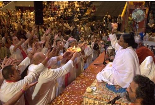 അമൃതാനന്ദമയി മഠത്തിലെ 67 അന്തേവാസികള് കൊവിഡ് നിരീക്ഷണത്തില്? അന്തേവാസികളെ സംബന്ധിച്ച വിവരങ്ങള് ആരോഗ്യപ്രവര്ത്തകര്ക്ക് കൃത്യമായി നല്കുന്നില്ലെന്നും  ആരോപണം; ജില്ലാ കളക്ടര് ഇടപെട്ട് ഇവരെ പരിശോധനകള്ക്ക് വിധേയരാക്കി