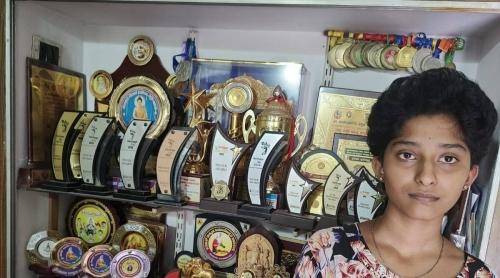 ഒമ്പതാംക്ലാസില് 96 ശതമാനം; ഫീസ് അടയ്ക്കാന് പണമില്ലാത്തതിനെ തുടര്ന്ന് ആത്മഹത്യാശ്രമം; വാശിയോട പഠിച്ചെടുത്ത് പെണ്കുട്ടി നേടിയത് ഒന്നാം റാങ്ക്